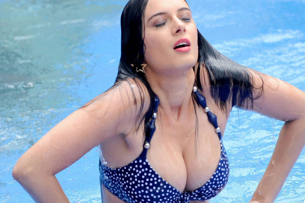 Top 20 Most Hot Sexy Hollywood Bollywood Actresses Images in 2017