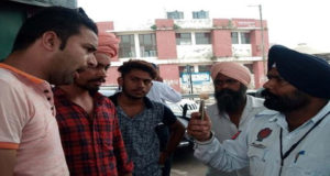 Traffic police worker beaten taxi driver